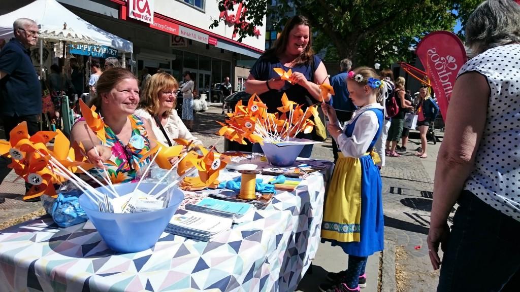 Peggy Jönsson, Annelie Niklasson och Mia Gauerman från lokala hyregästföreningar i Kärrtorp svarade på frågor under nationaldagen